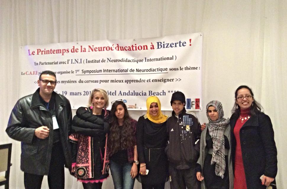 Après la mise en scène pédagogique, les étudiants avec Hajer Lahmar, leur professeur au lycée Mateur