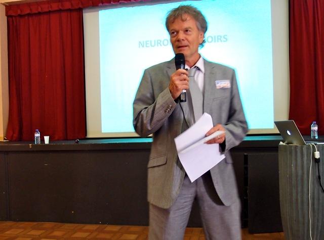 Le modérateur, Prof. Émérite Donald Smith